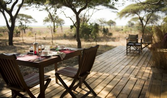 Breakfast with a view over the Chada plain and Chada Katavi; what more could you want?