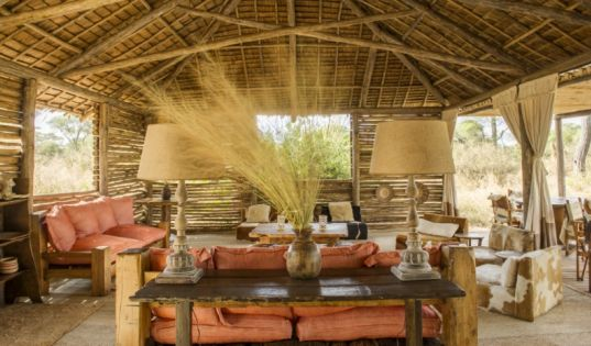 The sun slatted mess area at Kuro Tarangire draws inspiration from our surroundings.