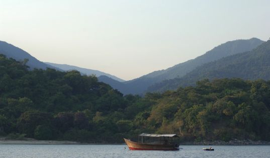 Afternoons on the dhow cruising the shoreline for glimpses of gimnogenes, fish eagles, hippos and colobus monkeys.